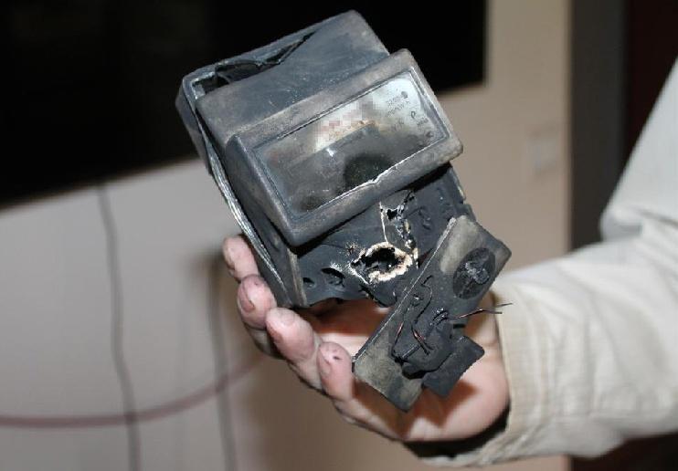 Стоимость аварийного вызова электрика в случае, если сгорел счётчик
